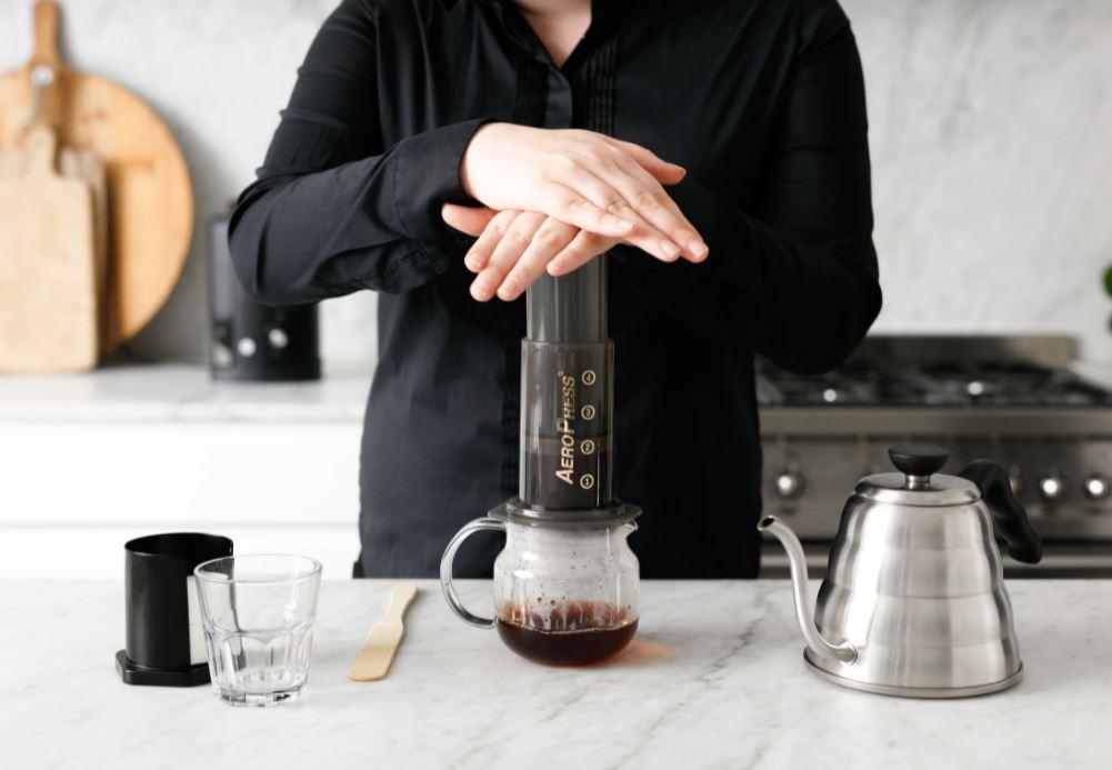 طريقة تحضير القهوة باستخدام ايروبريس
