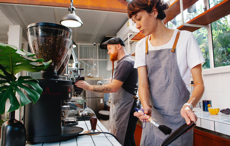 كيفية تنظيف ماكينة القهوة الخاصة بك